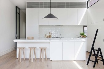 Small-Victorian-home-Decor-white-kitchen
