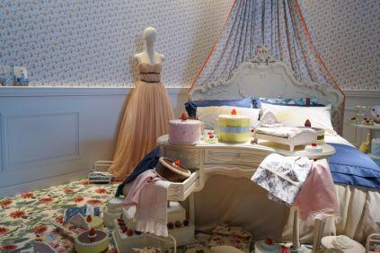 Teenage-girl-room-floral-pattern-carpet