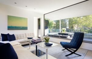 Townhouse-living-room-with-summer-blue-accents