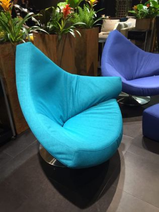 Triangle-chair-in-turquoise