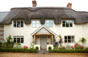 Tthatched-roof-Cottage-Style-Home