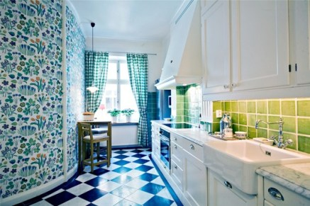 bright-kitchen-with-colorful-patterns