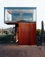 daring-glass-bedroom-design-ideas-1-554x689