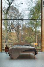 daring-glass-bedroom-design-ideas-12