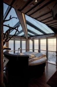 daring-glass-bedroom-design-ideas-18-554x831