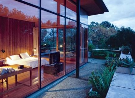 daring-glass-bedroom-design-ideas-2-554x404