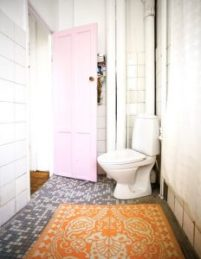 pale-pink-door-bathroom-artist-Lisa-Grues-dos-family-blog-interior-door-design-ideas-232x300