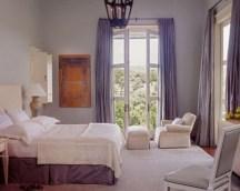 purple-accents-in-bedroom-14-554x443