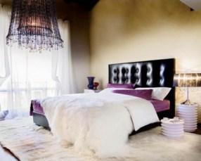 purple-accents-in-bedroom-18-554x444