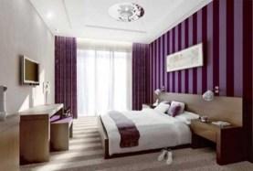 purple-accents-in-bedroom-8-554x375