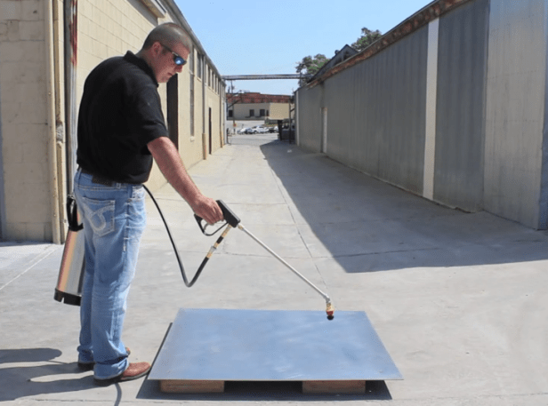 Application of Releasing Agents using Sprayer on Formwork surface