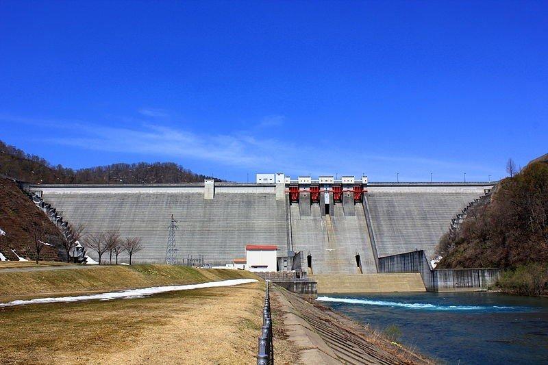 Tamagawa dam, Japan (Wikimedia Commons)