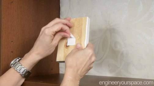 Putting-in-shelf-support