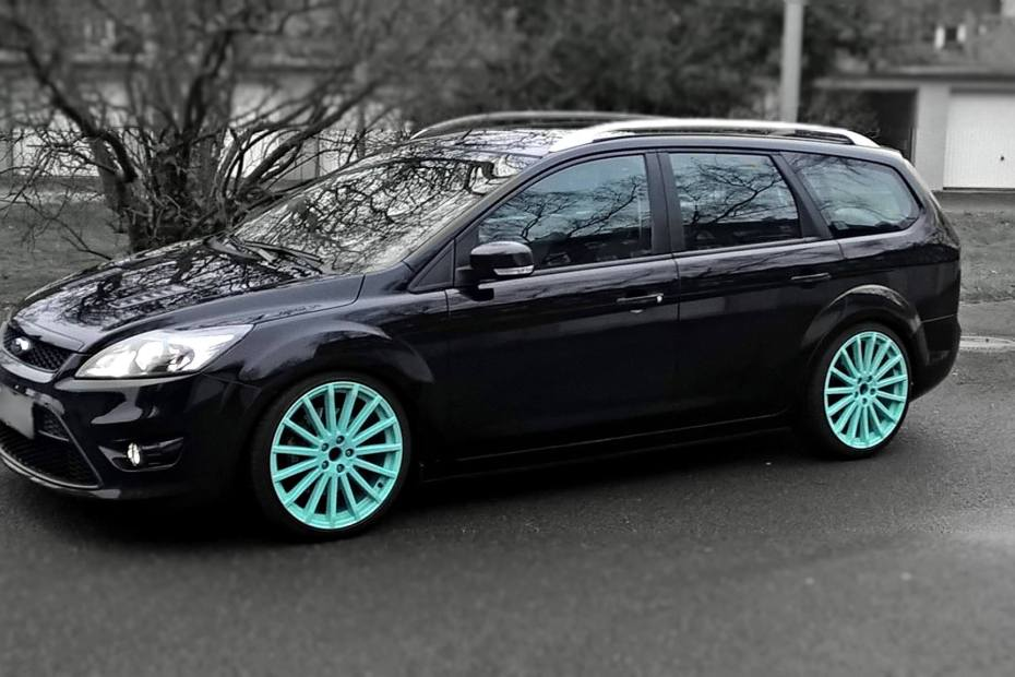 Ford Focus Mk2 wagon with a 2.5 L Duratec RS inline-five