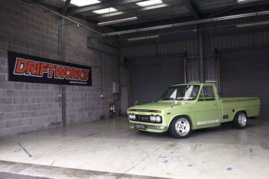 1972 Hilux truck with a MX-5 Powertrain