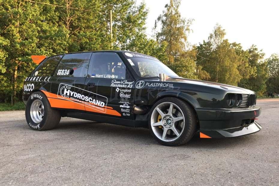 BMW E30 Wagon with a turbo M50 inline-six