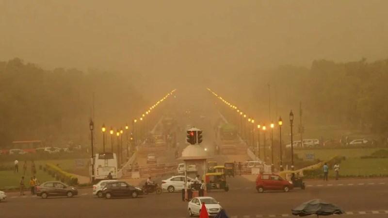 Freak of nature: Woman dies as tin sheet slits her throat during Delhi dust storm