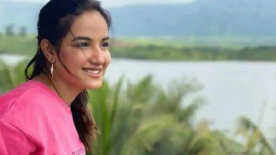 Jasmin Bhasin opens up on her battle with suicidal thoughts, says 'you need to accept yourself the way you are'