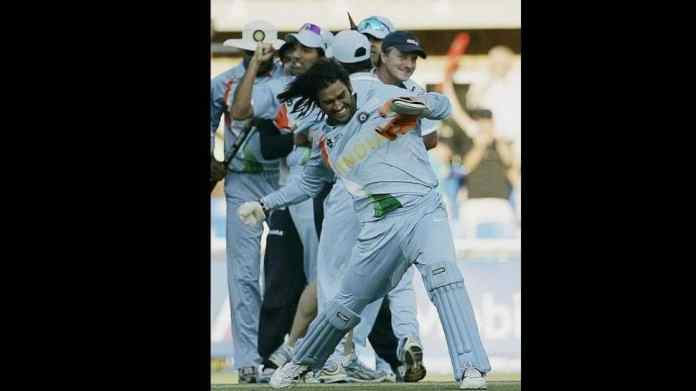 MS Dhoni celebrates India's T20 World Cup final win over Pakistan in 2007. (Source: Twitter)
