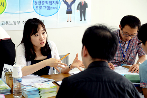 Jobseekers get advice from experts during a job fair in Changwon on June 19.