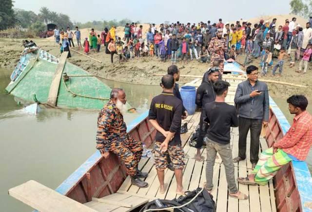 Trawler capsize in Gopalganj: 1 body found, another still missing