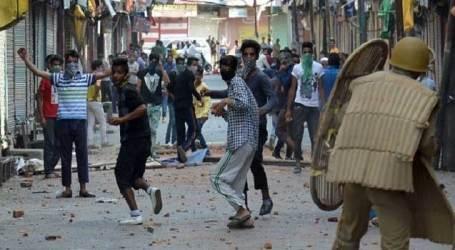 SF burst teargas shells as massive protests erupt in Srinagar