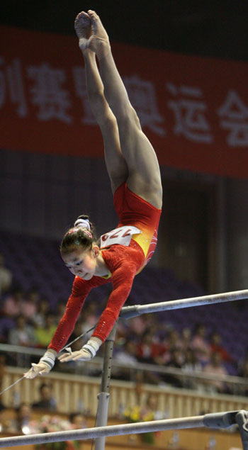 Chinas Yang Yilin performs on uneven bars.