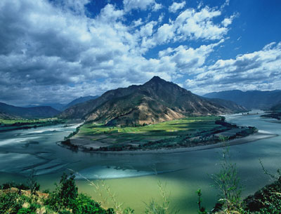 Today, various places claim the title, such as parts of southern Kham in southwestern Yunnan province, including the tourist destinations of Lijiang and Zhongdian. Places like Sichuan and Tibet also claim the real Shangri-La was in its territory. In 2001, Tibet Autonomous Region put forward a proposal that the three regions optimise all Shangri-la tourism resources and promote them as one. After failed attempts to establish a China Shangri-la Ecological Tourism Zone in 2002 and 2003, government representatives of Sichuan and Yunnan provinces and Tibet Autonomous Region signed a declaration of cooperation in 2004. Also in 2001, Zhongdian County in northwestern Yunnan officially renamed itself Shangri-La County.