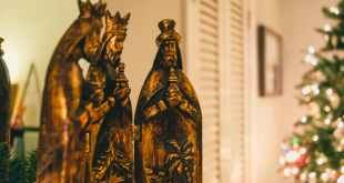 three kings figurines