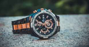 close up photo of wristwatch