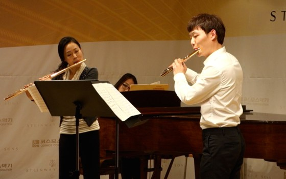 Flutist Paik Soohyun and German School of Music Weimar graduate Young Ju Ro perform Doppler's La Sonnambula.(Image: Charles Ian Chun)