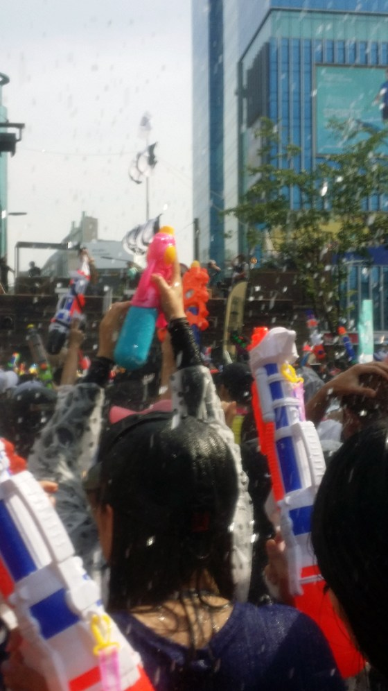 At the 4th Sinchon Water Gun Festival in Seoul. Photo by Nam Kwon Heo.