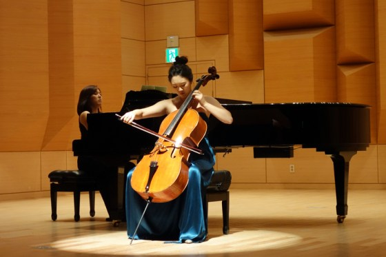 Student Hong Ji-yeon performs Paganini's Variations on one string on a theme by Rossini at the Kangnam University Department of Music 2013 Graduation Orchestral Concert, Park Jeong-min (piano), 14 Nov 2013. (Photo: Charles Ian Chun)