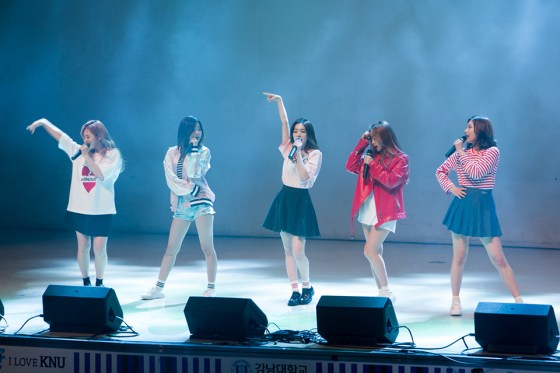 "Girl group Red Velvet perform hits like ""Ice Cream Cake"" to delighted fans at Kangnam University's 70th anniversary celebration. (Photo: Charles Ian Chun)"