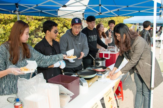 Members of the Kangnam International Student Society sell quesadillas and cheese nachos at last month's Kangnam University fall festival. Photo: Charles Ian Chun