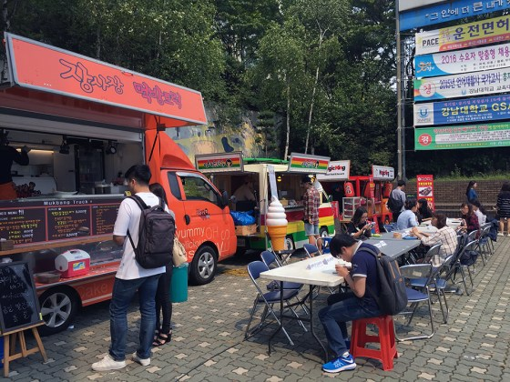 While Kangnam University's cafeterias and coffee shops are shut down during the impasse with their former food service provider, food on campus is served from food trucks. Photo: Charles Ian Chun