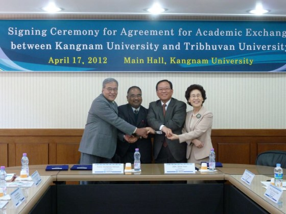 Signing ceremony for Agreement for Academic Exchange between Kangnam University and Tribhuvan University (PHOTO: Nam Sang-hyeok)