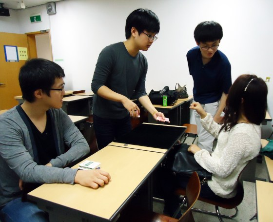 Im Se-hwan performs a card trick for Seo Min-ji. (Photo: Bikash KC)