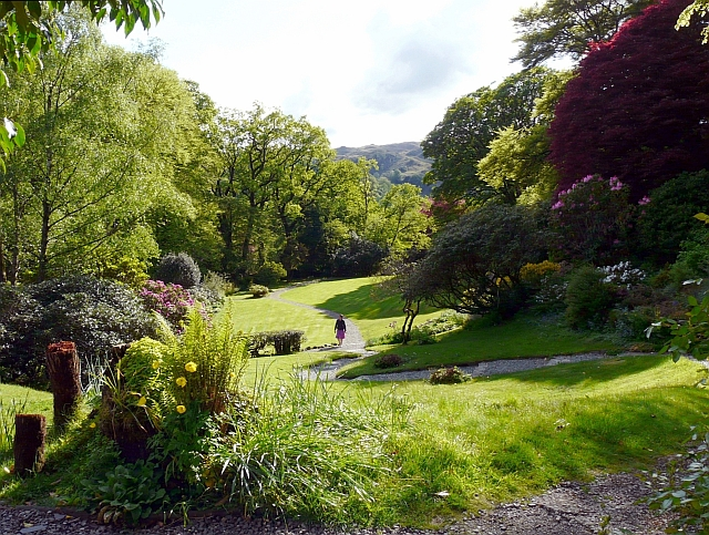 The main lawn, Rydal Mount Gardens / CC 2.0 Rose and Trev Clough