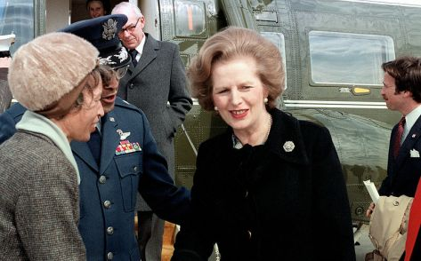 800px-Margaret_Thatcher_near_helicopter