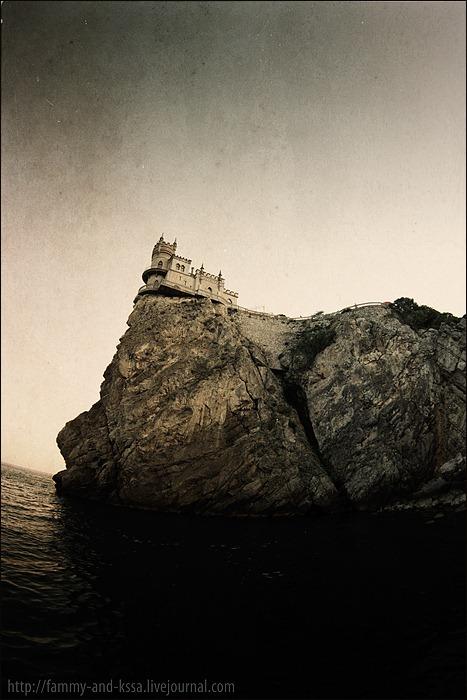 2 Swallows Nest, the Sea Castle in Crimea