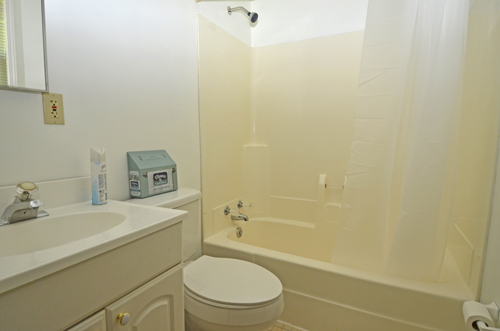 16 Second floor bathroom