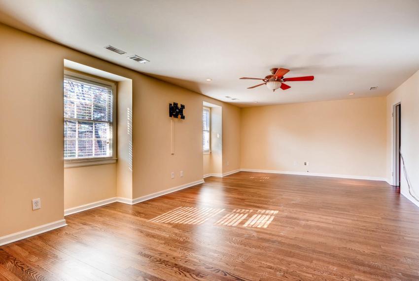 2587-cosmos-court-ne-atlanta-large-025-9-2nd-floor-master-bedroom-1499x1000-72dpi