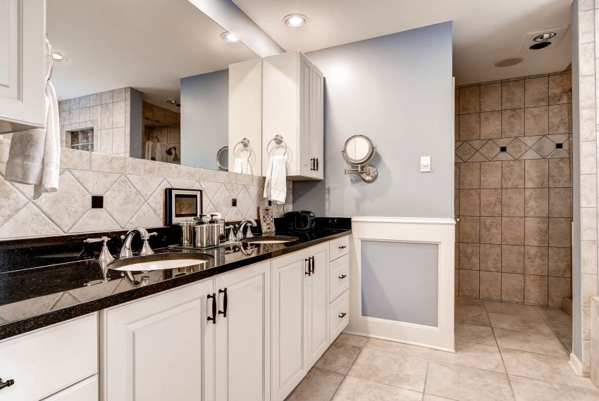 3226-leslie-lane-atlanta-ga-print-015-20-3rd-floor-master-bathroom-2700x1802-300dpi