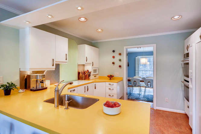 2646 Hawthorne Place NE-small-013-12-Kitchen-666x445-72dpi