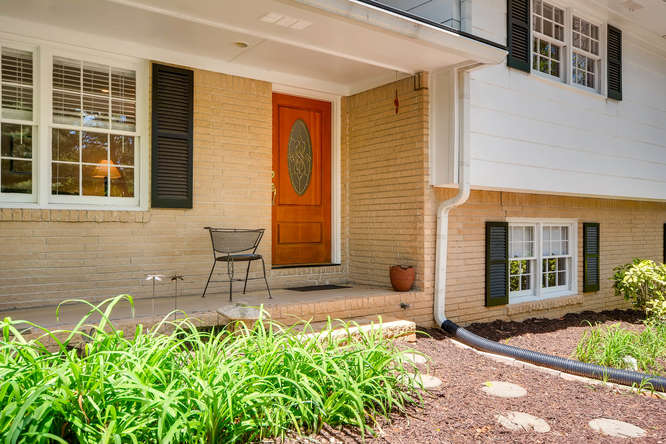 2638 Hawthorne Place NE-small-006-2-Exterior Front Entry-666x445-72dpi
