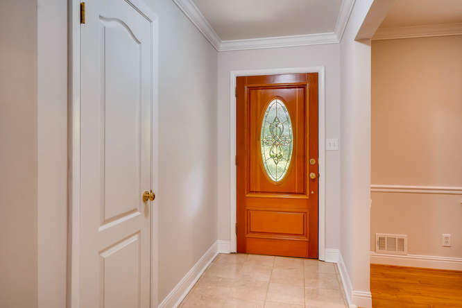 2638 Hawthorne Place NE-small-007-30-Foyer-666x445-72dpi