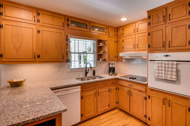 2638 Hawthorne Place NE-small-011-6-Kitchen-666x445-72dpi