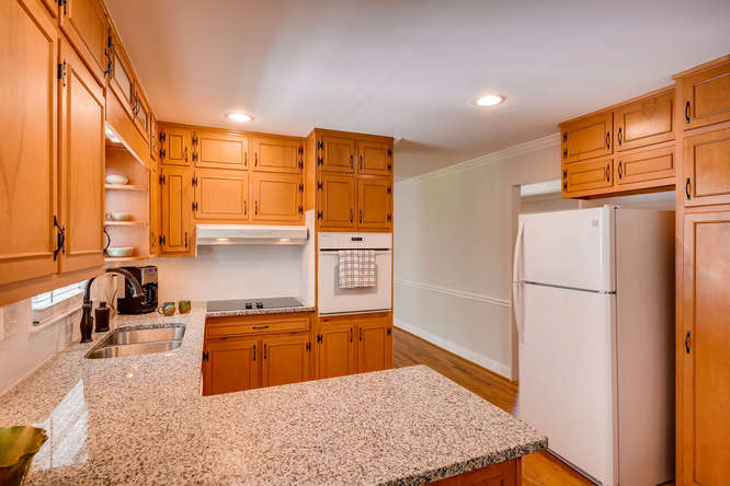 2638 Hawthorne Place NE-small-014-39-Kitchen-666x445-72dpi