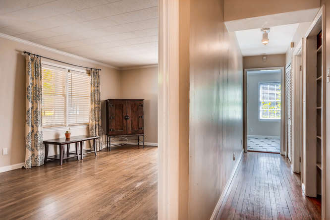 3154 Briarcliff Way NE Atlanta-small-025-27-Hallway-666x445-72dpi